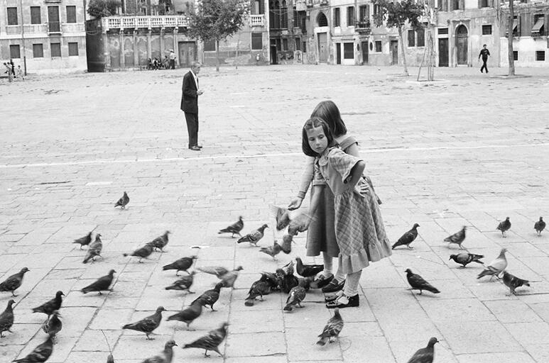 2 Girls_Venice_1979?.jpg