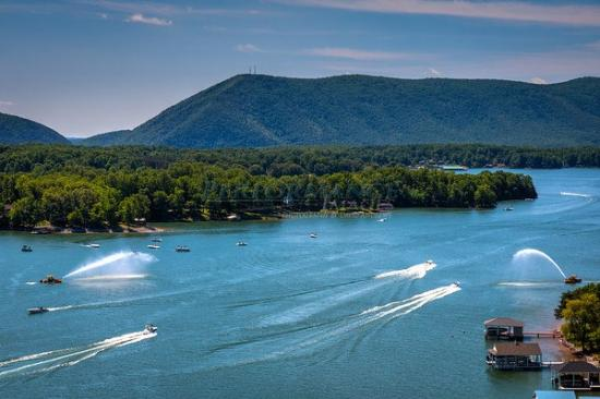 Smith Mountain Lake - 32 square miles, with 500 miles of shoreline allow for a wide variety of water sports, dining, and lake views. www.smith-mountain-lake.com/