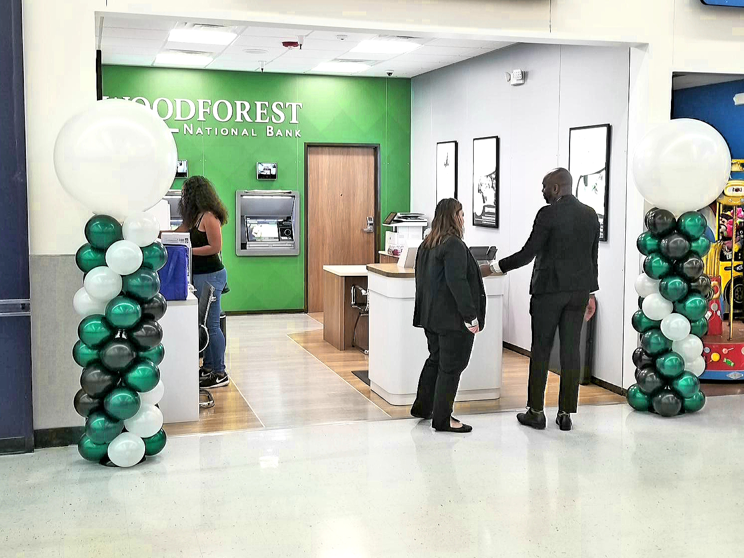 Woodforest bank balloons.jpg