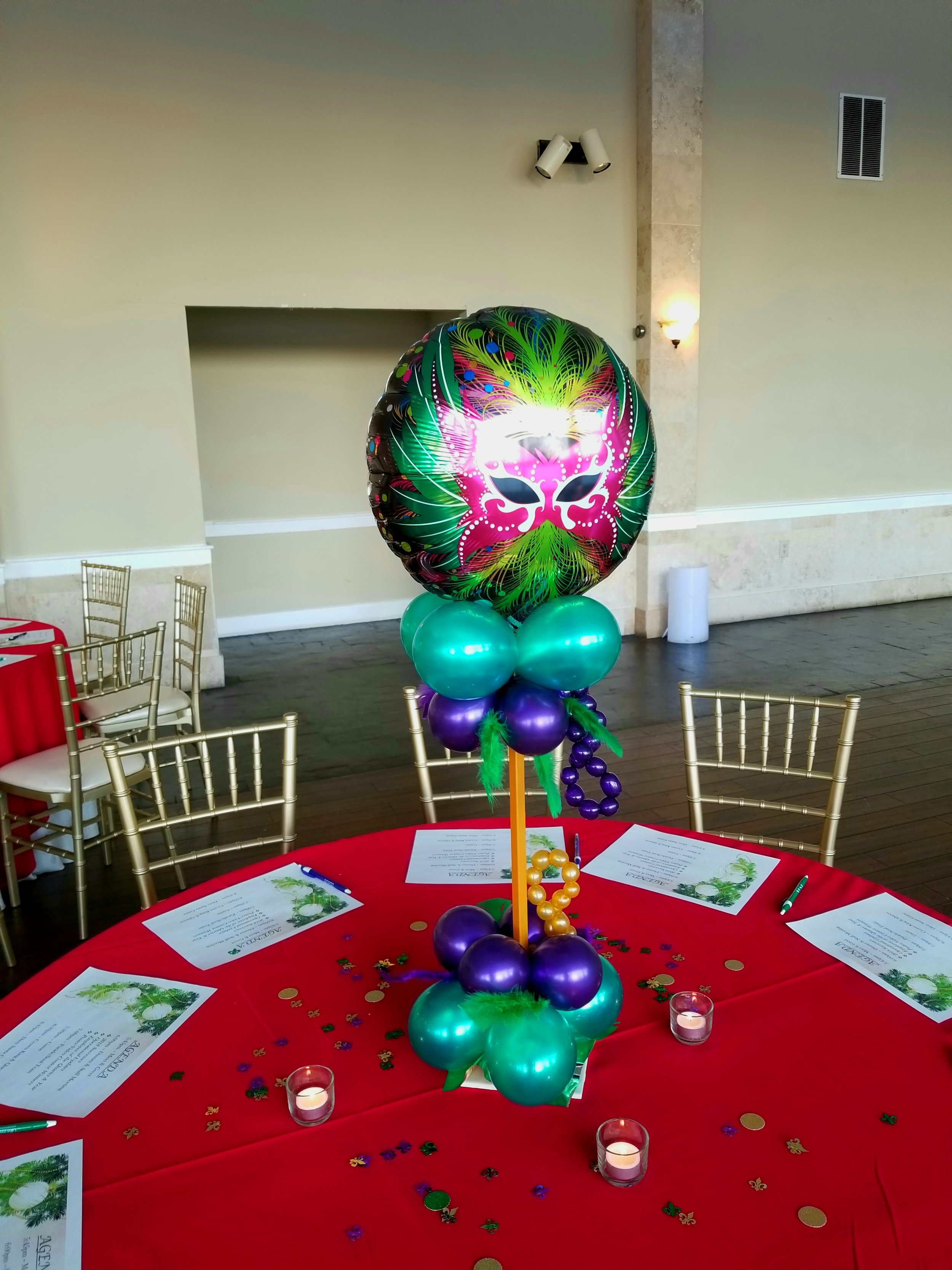 Mardi gras balloon centerpiece .jpg