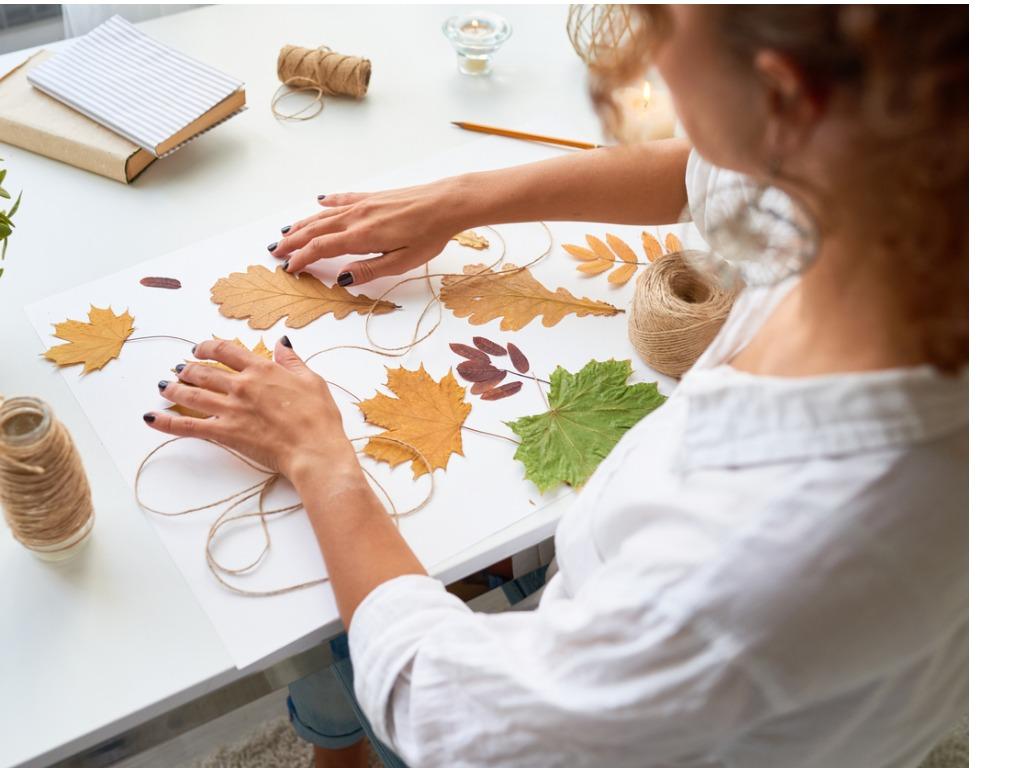handmade-autumn-crafts-picture-id859928854.jpg