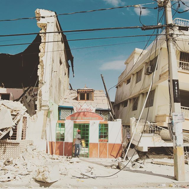 #risehaitiangenius To all those who died suddenly and tragically 9 years ago today: you live on in all of us in the Diaspora 🇭🇹   Read the piece I wrote last year for #blavity https://blavity.com/heres-why-8-years-after-the-earthquake-haitians-continue-to-seek-refuge #haiti #homeland #ancestors #architecture #tothediaspora #earthquake #haitiearthquake