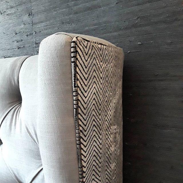 Knotty by nature  Design and 📸 @shadeyladies  #notyourgrandmaswallpaper #grasscloth #grassclothwallpaper #interiordesign #pacificdesignswallpaper #pacificdesignsgrasscloth #lovewallpaper #wallpaperlove #wallpaperisthenewblack #luxurywallpaper #designerwallpaper #wallpaperinspo #wallpaperdesign #wallpapershabby #wallpaperdecor #interior123 #interior_design #interiorsinspo #interiorstyling #designinspo #designinspiration #smmakelifebeautiful #bedroomdecor #bedroomdesign #masterbedroom #bedroomgoals #bhghome #interior4all