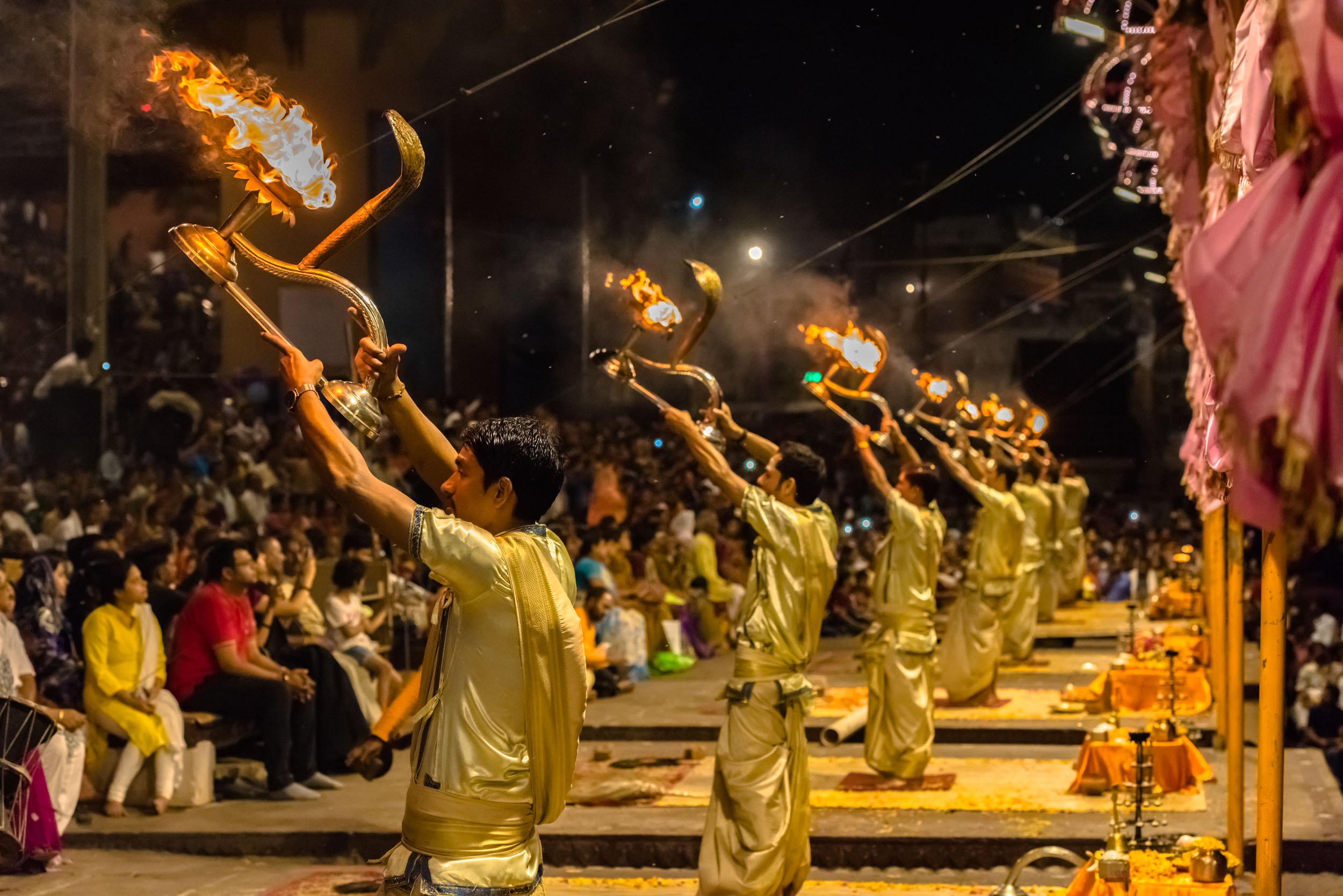 The Spectacular Ganga Aarti in Varanasi — SUMAN RAJU NATURE AND LANDSCAPE  PHOTOGRAPHER