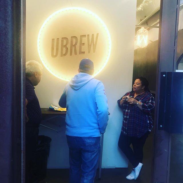 Refueling... @paulgoodhew @edgeworthington @ubrewcc #thankgodforfriends #thankgodforrelatives #craftbeer #craftbeerporn #bermondseybeermile #beerporn @osbarbers @joestevn
