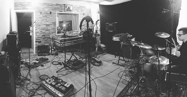 Ein wundervolles Probe- Wochenende hatten wir im Heavy Kranich Studio in Münster. Im September und Oktober spielen wir einige Konzerte und bringen auch was neues mit 🙌 #citylightthief @donotsofficial #recording #studio #musicstudio #heavykranich #heavykranichstudio