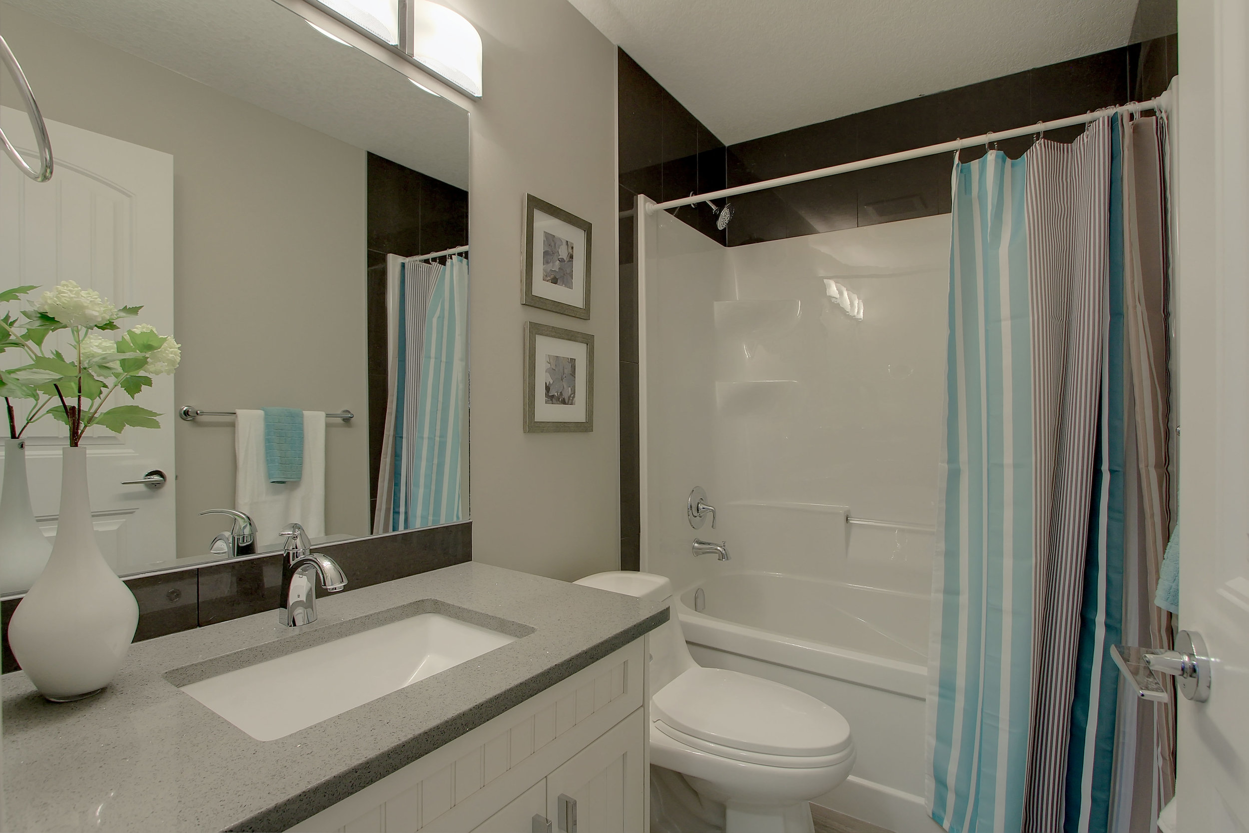 6612 53 Ave Beaumont AB T4X-print-051-56-Bathroom-4200x2800-300dpi.jpg