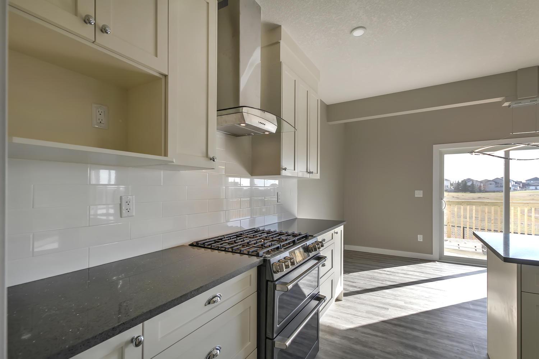 9603 106 Ave Morinville AB T8R-large-025-24-Kitchen-1500x1000-72dpi.jpg