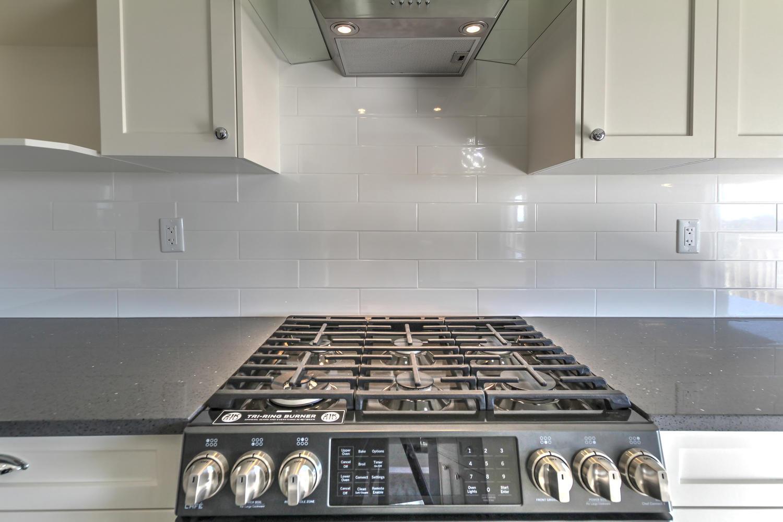 9603 106 Ave Morinville AB T8R-large-029-61-Kitchen-1500x1000-72dpi.jpg