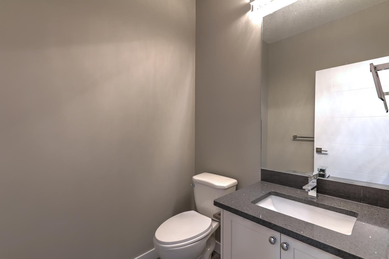 9603 106 Ave Morinville AB T8R-large-032-26-Half Bathroom-1500x1000-72dpi.jpg