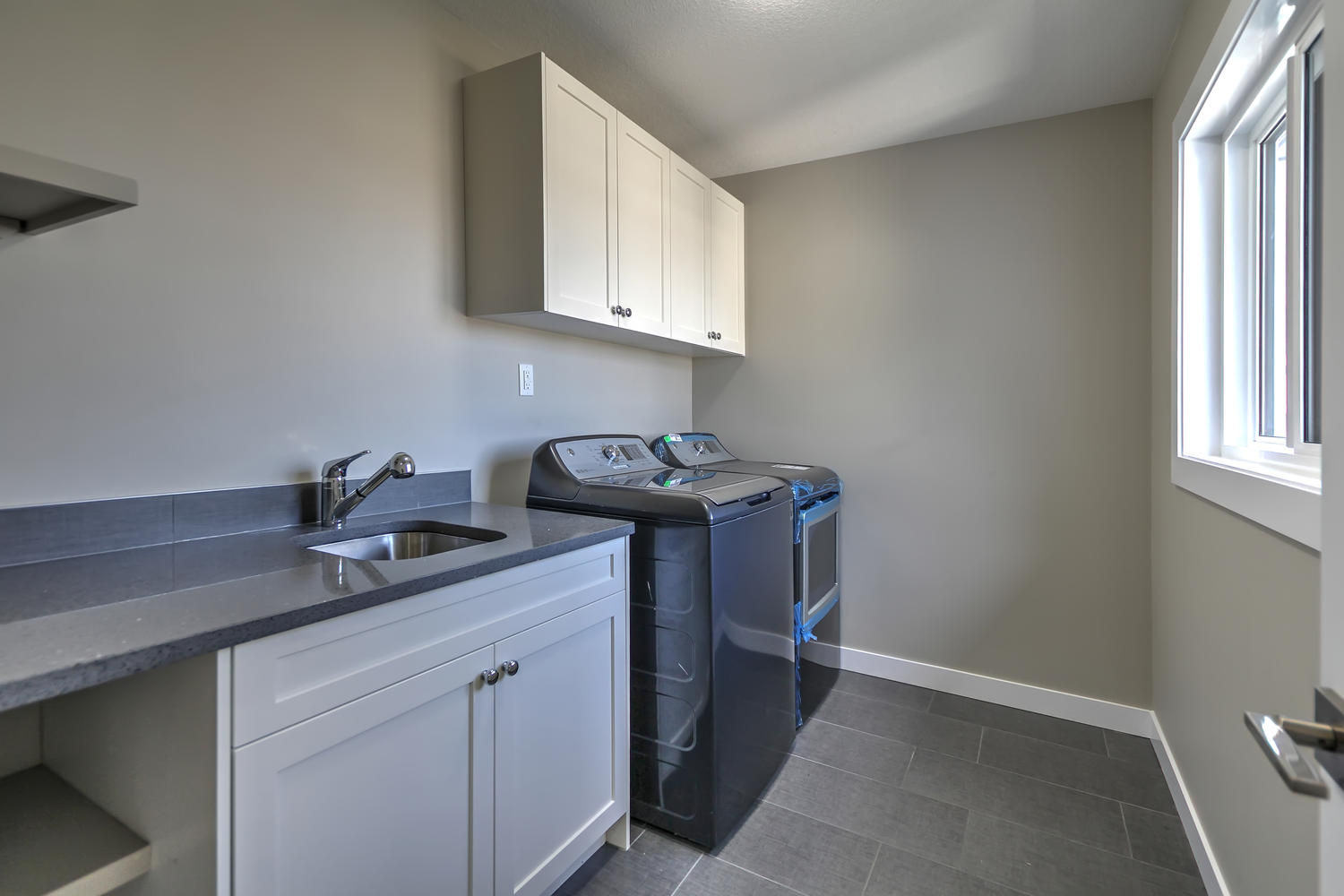 9603 106 Ave Morinville AB T8R-large-038-27-Laundry Room-1500x1000-72dpi.jpg