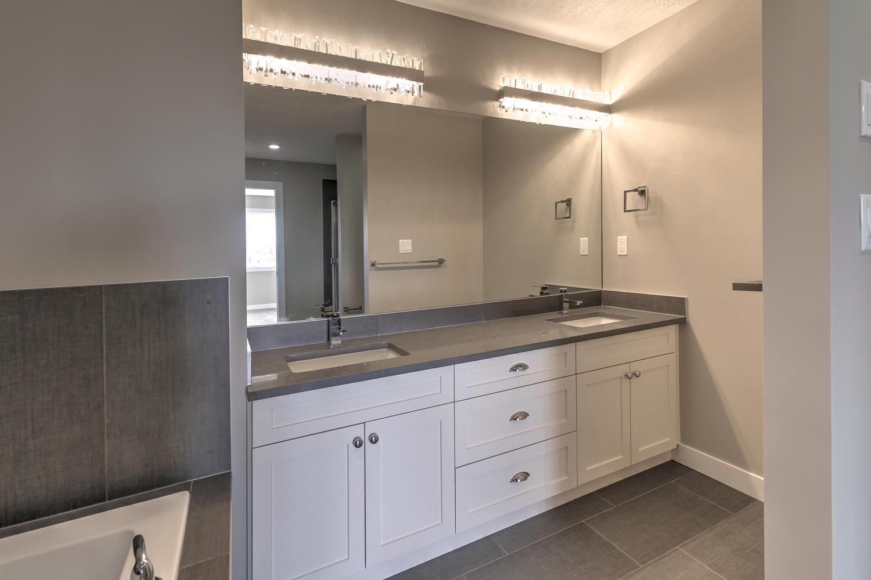9603 106 Ave Morinville AB T8R-large-061-48-Master Bedroom Ensuite-1500x1000-72dpi.jpg