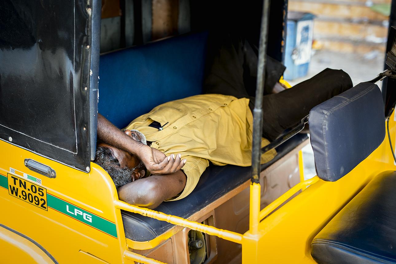 sleeping_rickshaw_driver_pondicherry.jpg