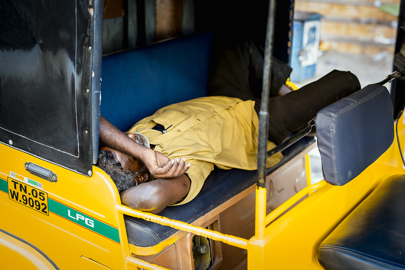 sleeping_rickshaw_driver_pondicherry.jpg
