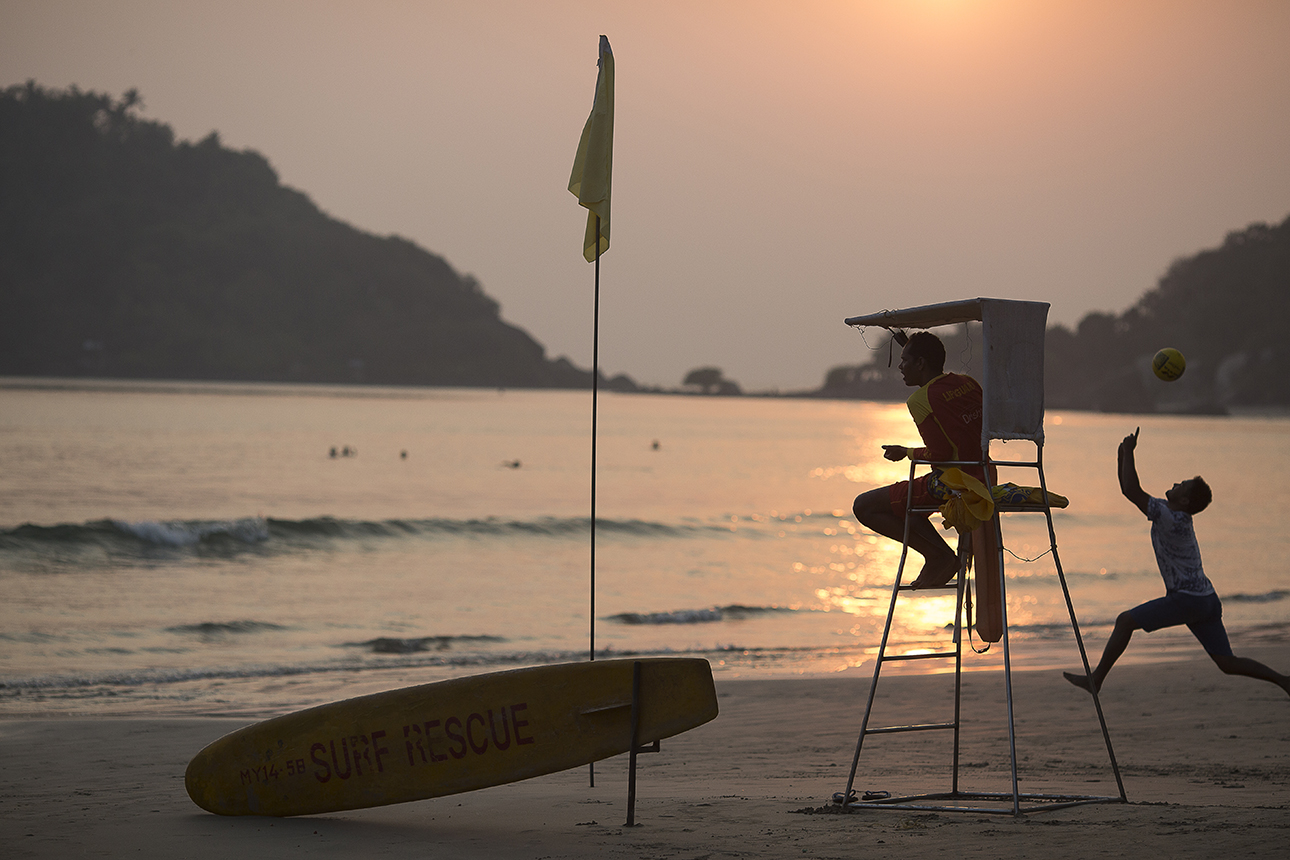 lifeguard_sunset_highchair_goa.jpg