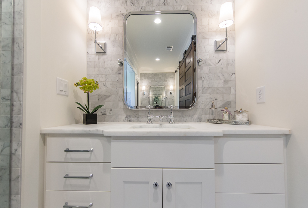 403 8th St-Master Bath Vanity.jpg