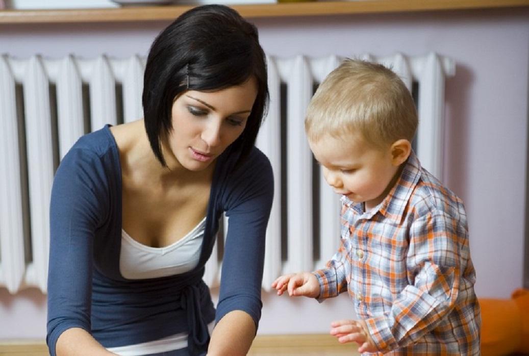 woman_toddler_Toys-e13362593029861.jpg