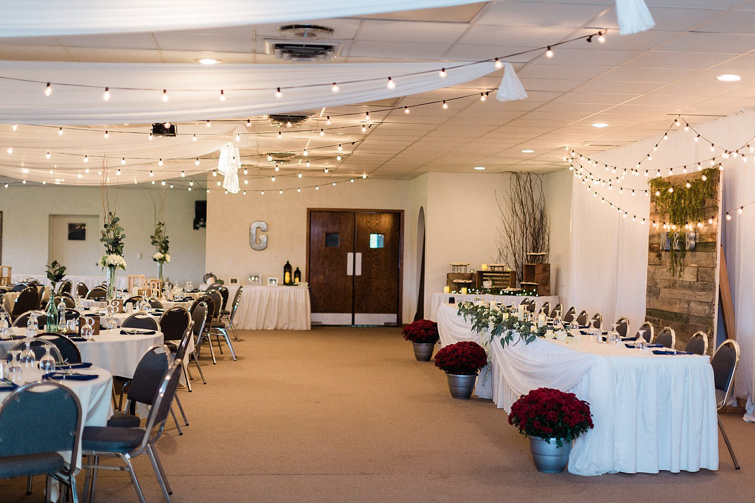 North_Central_Wisconsin_Event_Wedding_Venues_Fall_Weddings_The_Bailiwick_Venue_James-Stokes-Photography073.jpg