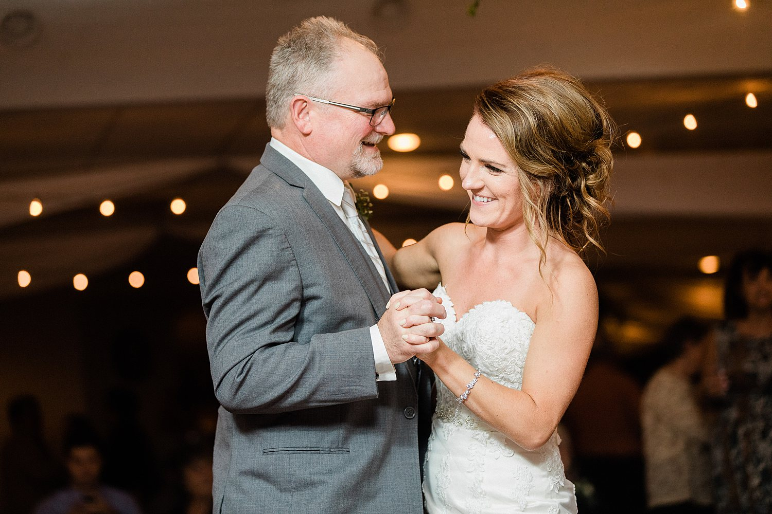 North_Central_Wisconsin_Event_Wedding_Venues_Fall_Weddings_The_Bailiwick_Venue_James-Stokes-Photography104.jpg