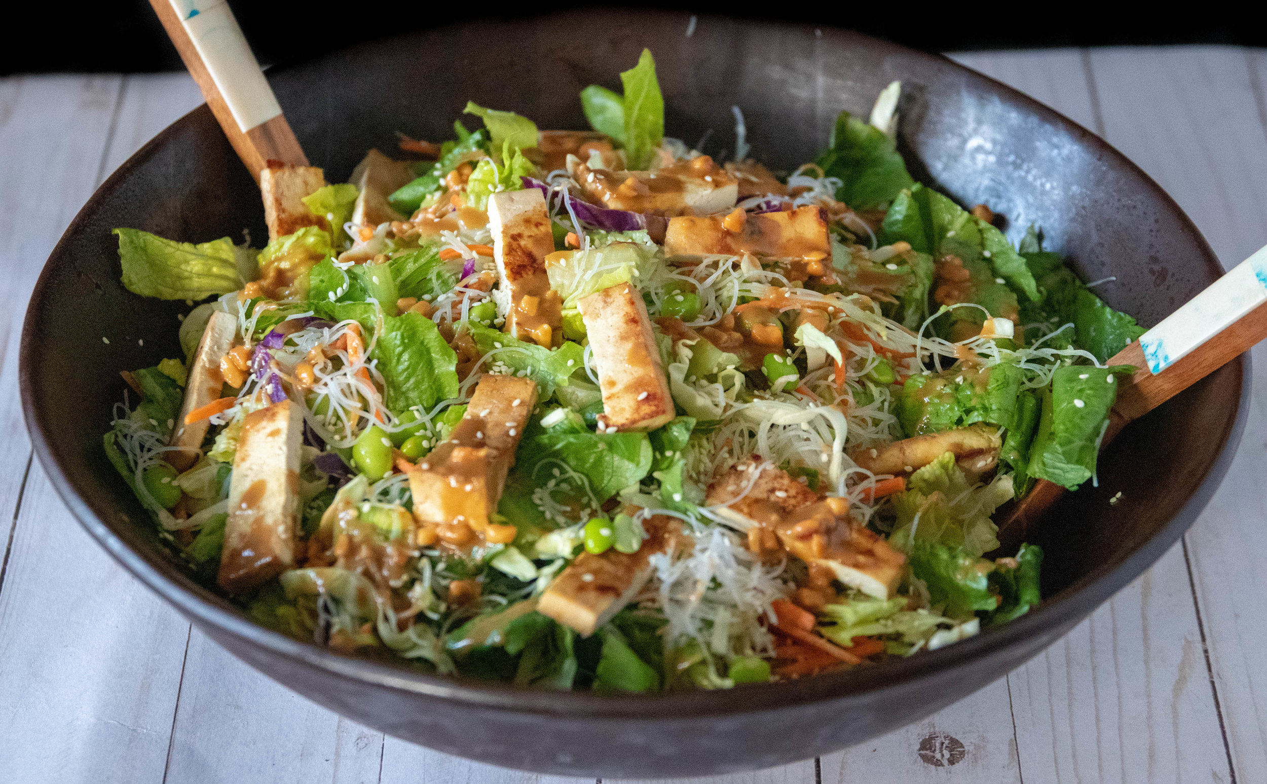 Asian summer salad with grilled tofu