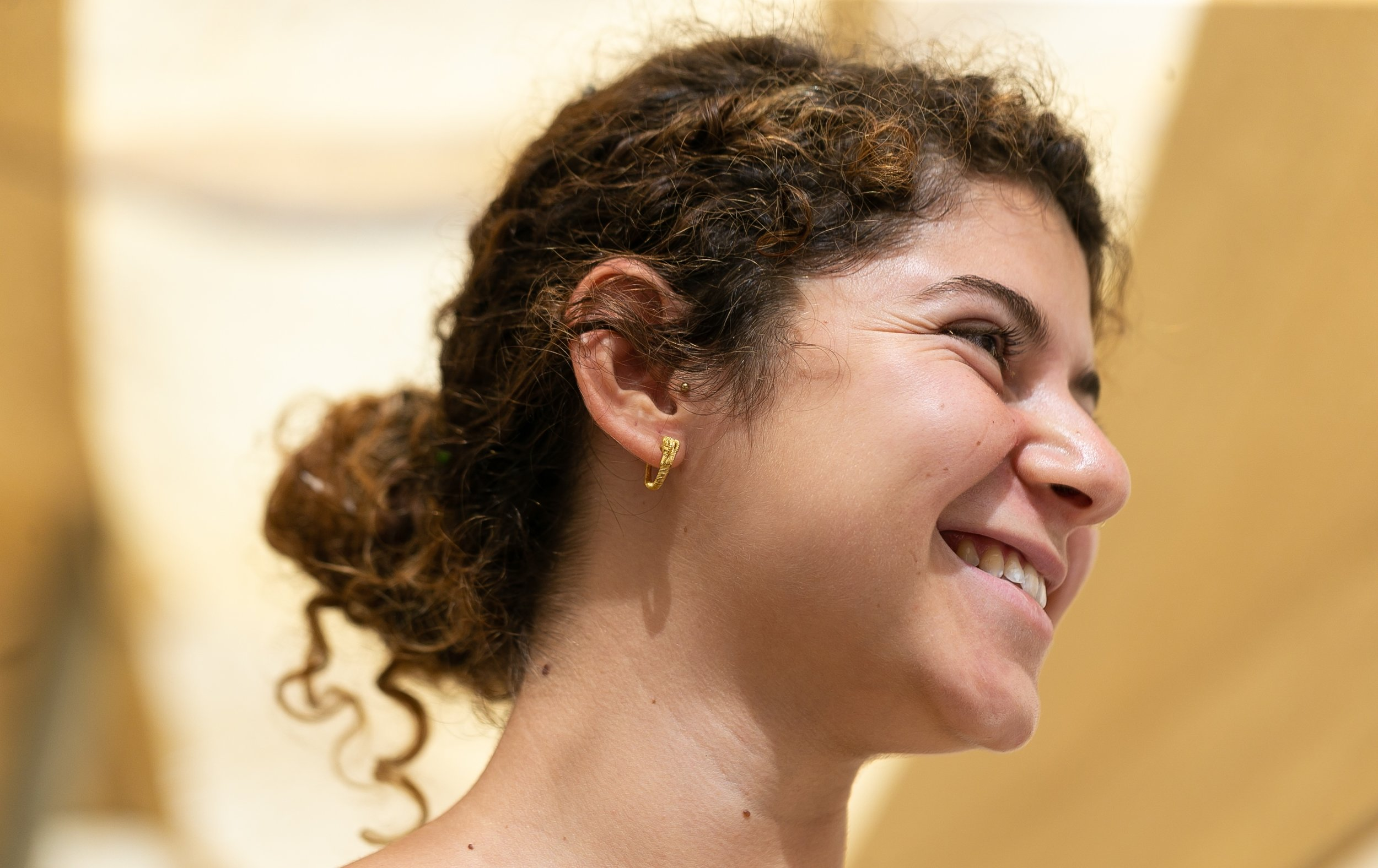 The gold earring belonged to an upper class man or woman in Jerusalem.  Photo : City of David