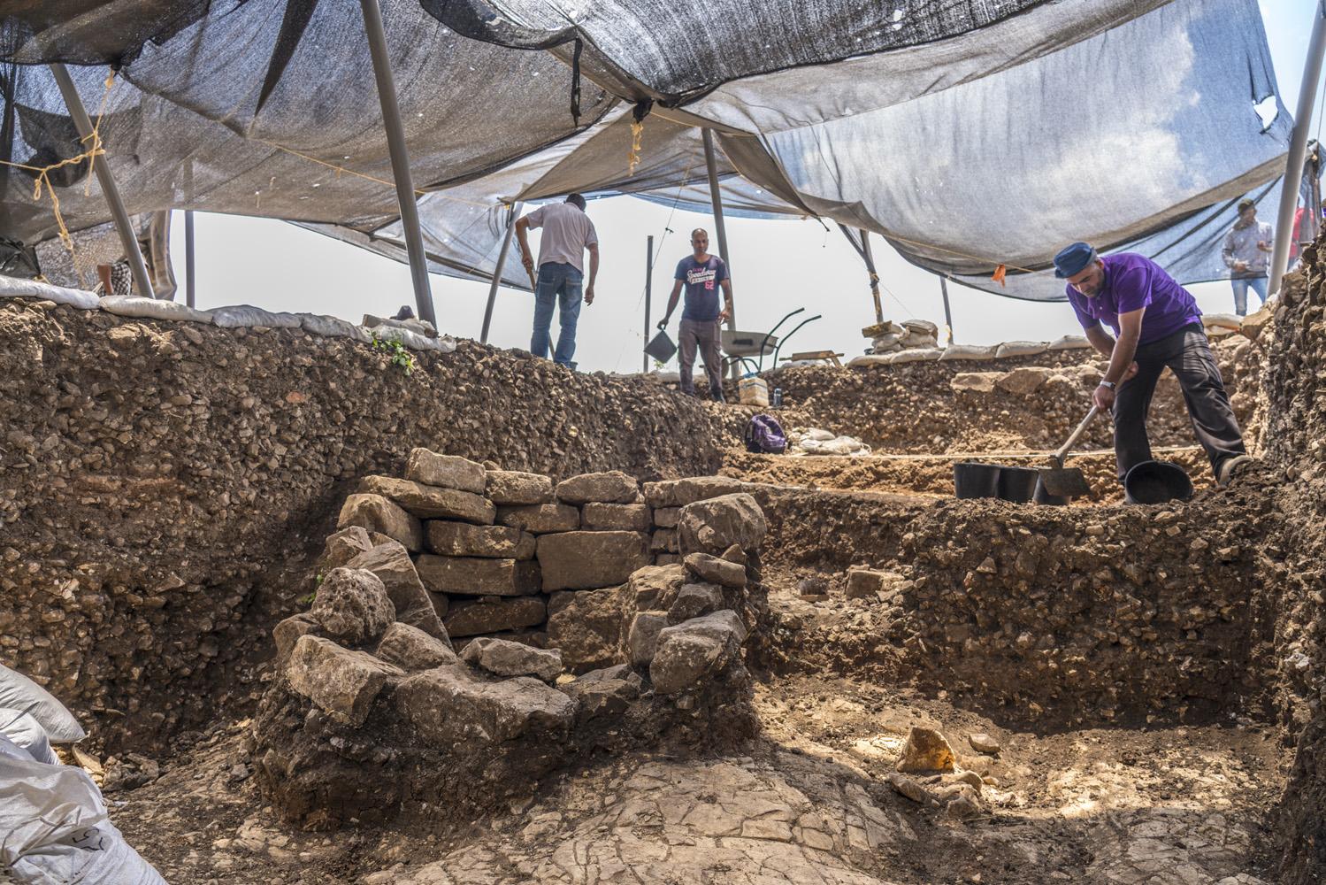Excavation works on the site.  Photo: Yaniv Berman, Israel Antiquities Authority.