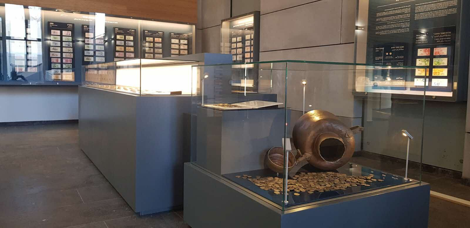Display at the Bank of Israel.  Photo: Courtesy of the Israel Antiquities Authority.