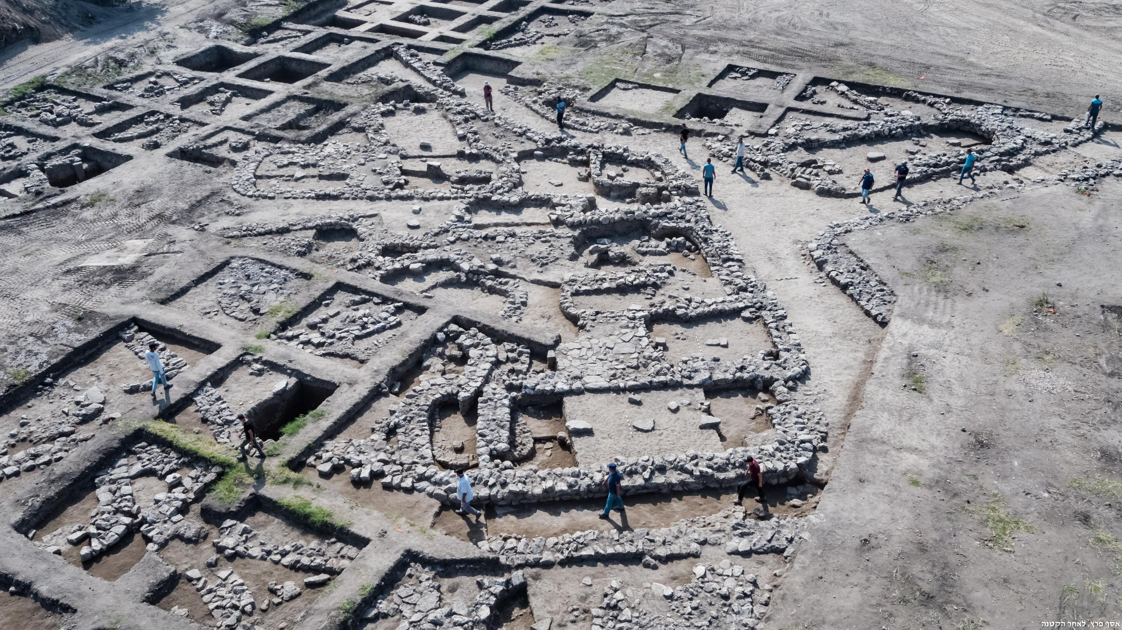 Aerial photographs of the excavation site.  Photo: Assaf Peretz, Courtesy of the Israel Antiquities Authority