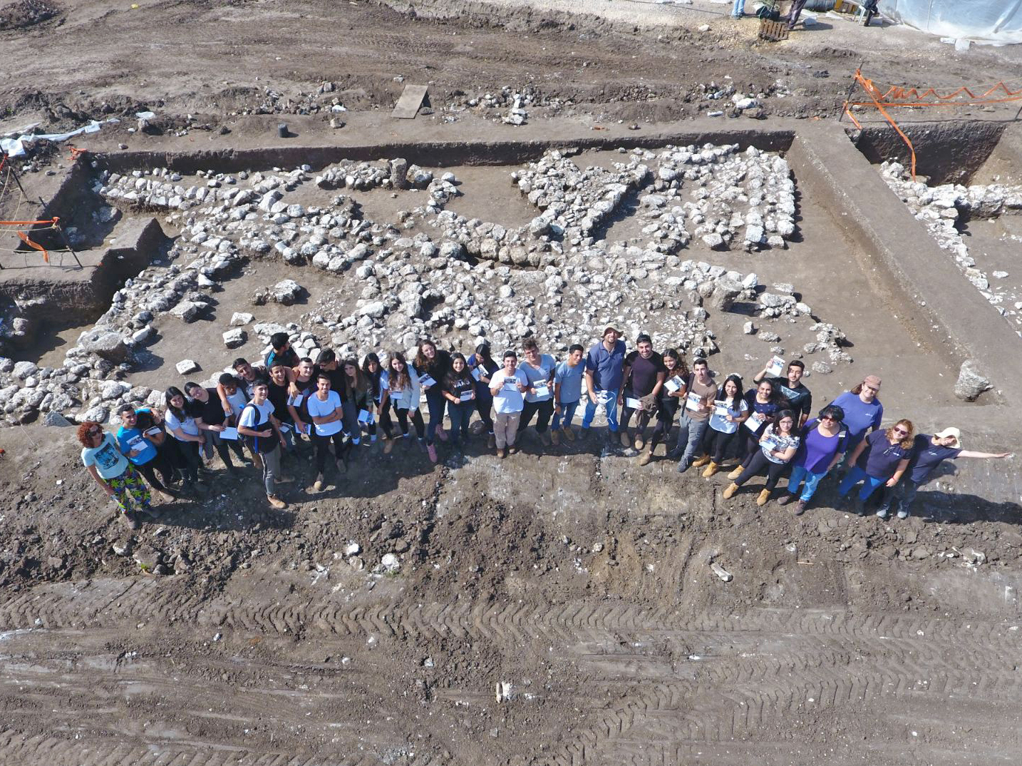 Thousands of youth and volunteers participated in the excavation.  Photo: Yaniv Berman, Courtesy of the Israel Antiquities Authority