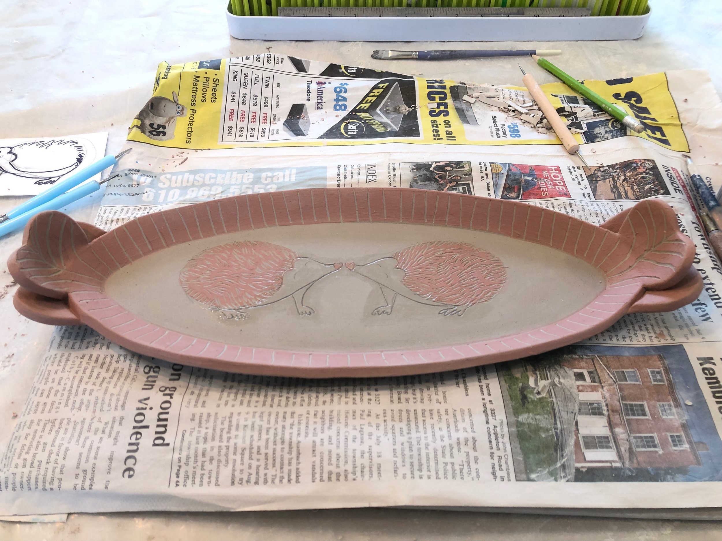 it's sgraffito designHere is the whole tray finished with