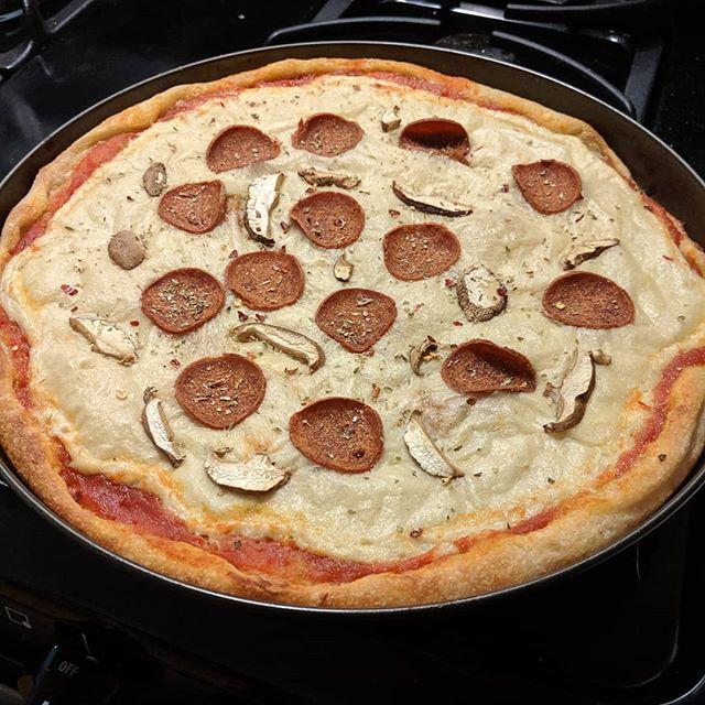 Homemade #vegan pepperoni and mushroom pizza 🍕❤️