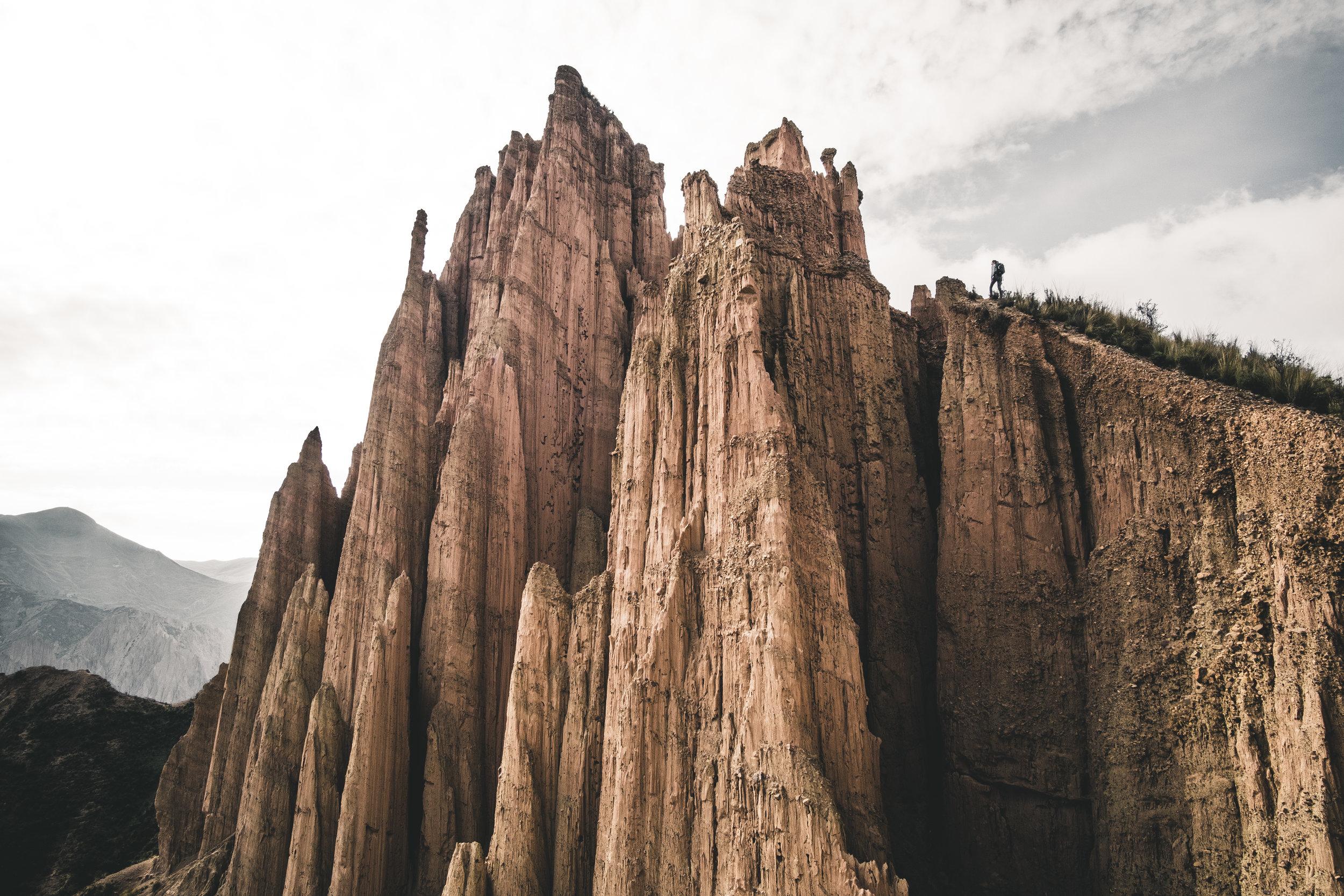 Huge earth towers near Muela del Diablo | La Paz