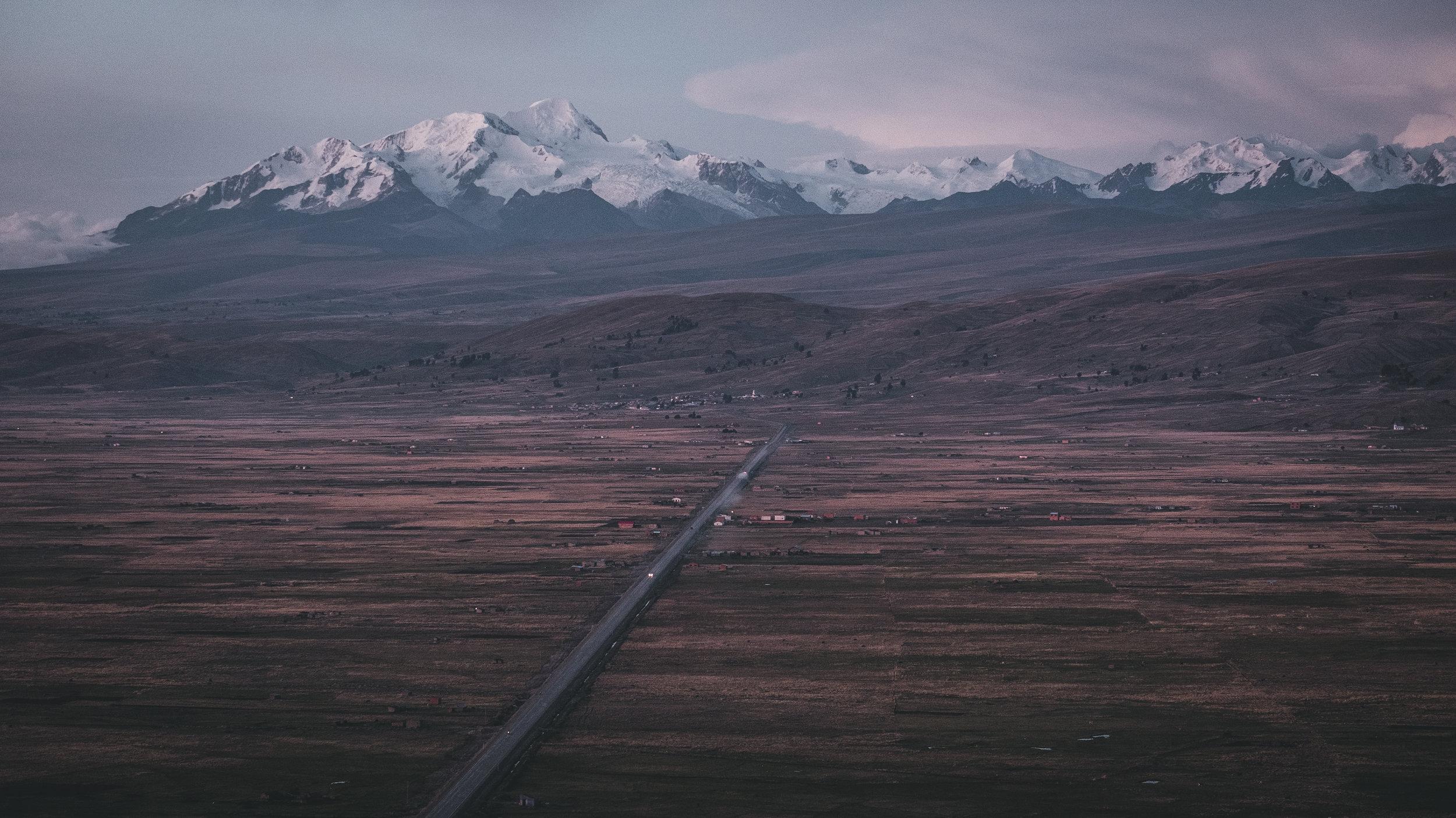 Road towards the mountains | La Paz