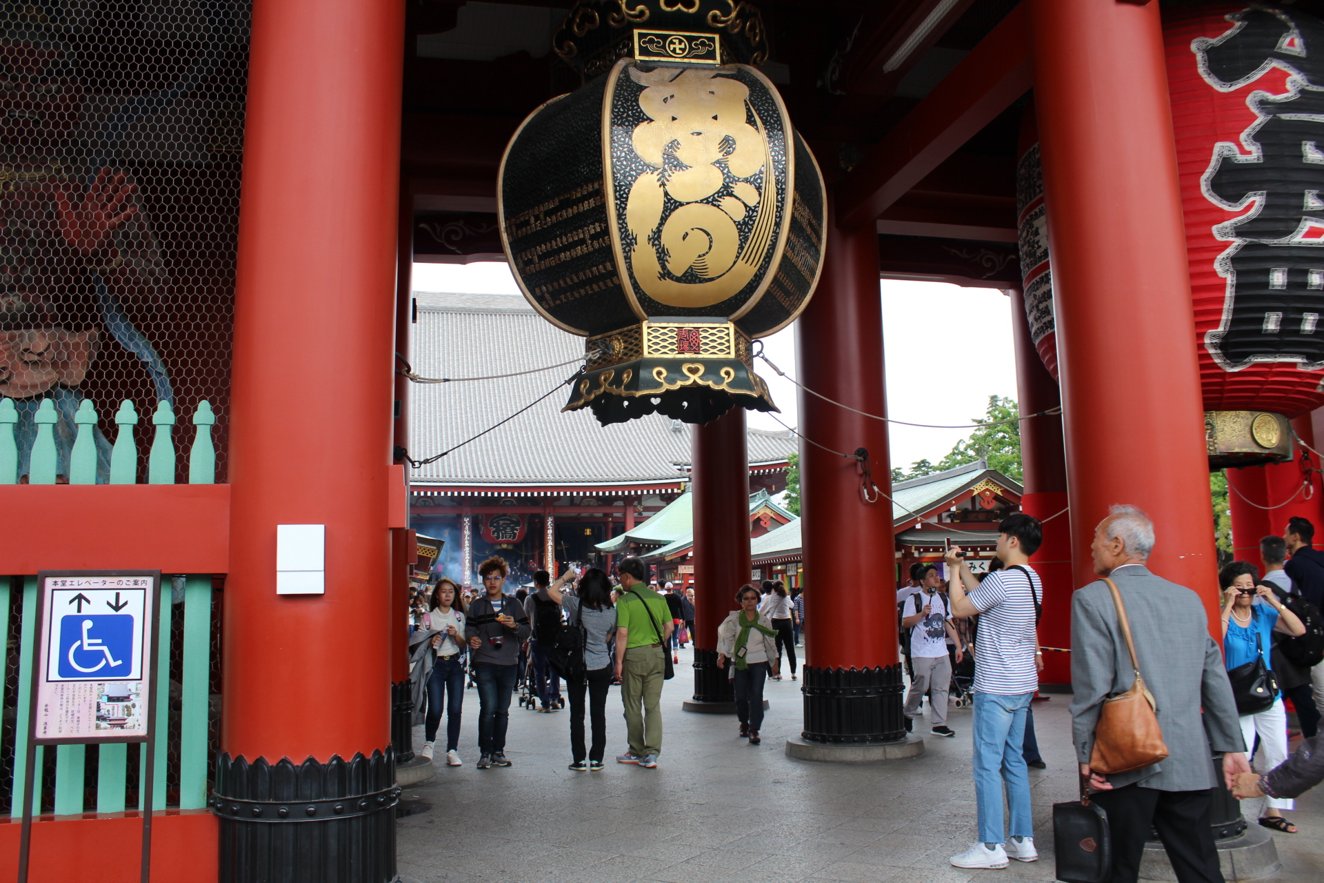 The entrance of the Sensoji Temple