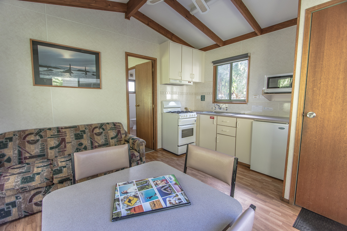 1-bed-holiday-unit-02.jpg