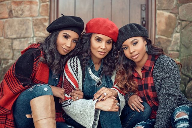 My Holiday lens on The Franklins ... @iamtammyfranklin @love.carrington @kenn_elizabethh⠀⠀⠀⠀⠀⠀⠀⠀⠀ .⠀⠀⠀⠀⠀⠀⠀⠀⠀ .⠀⠀⠀⠀⠀⠀⠀⠀⠀ #portraitmood #portraitpage #portraitphotography #portrait #portrait_vision #pursuitofportraits #theportraitpr0ject #portrait_ig #portraitvision #moodyports #bravogreatphoto #portraitfestival  #photooftheday #dynamicportraits #portraits_mf #discoverportrait #portraiture #portraitfolk #hypebeast  #portraitstream  #igpodium_portraits #majestic_people #portrait_shots #atlantaphotogtaphy #dallasphotographer  #houstonphotographer #portraits #portraitgames #postthepeople #postmoreportraits