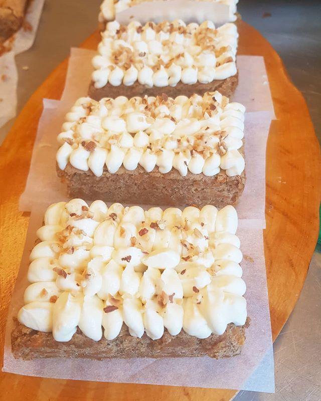 tätäkin herkullista porkkanakakkua tarjolla meillä 💕 #kahvila #ravintola #vanhankylänkartano #coffee #cake #carrotcake #visittuusulanjärvi