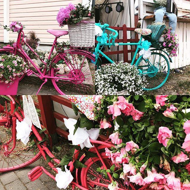 Ihanat värikkäät somistepyörät palasivat kartanon terassille ❤️ Vanhankylän Kartano ❤️