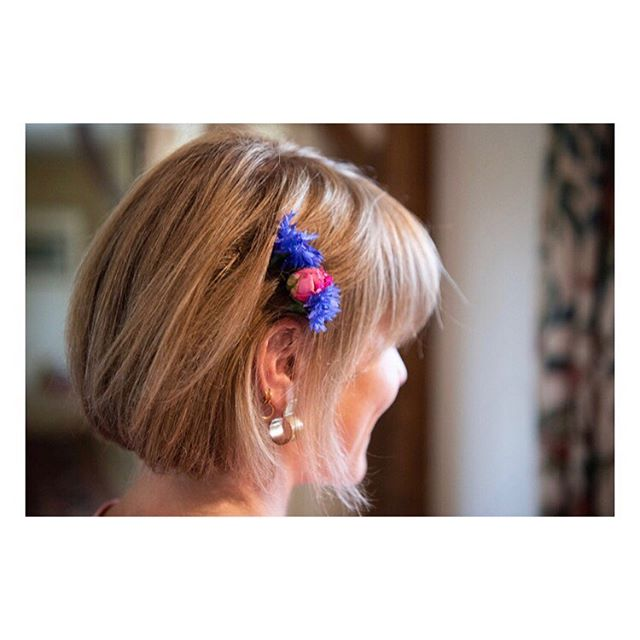 Fave hair accessory 🌷🌸💜 . . . #modemoodmethod #jessieharrisjewellery #flowers #weddings #bridesmaidhair #summer #style #styleblogger #fashion #fashionblogger