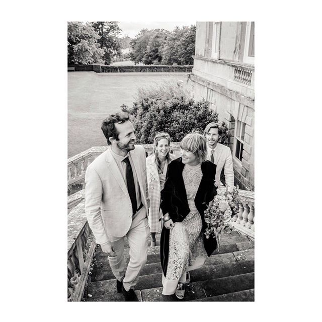 Throwback to bridesmaiding, linen suits and summer weddings #squadgoals❤️ . . . #modemoodmethod #bridesmaiddress #selfportrait #viviennewestwood #tinctbags #velvet #pink #style #styleblogger #fashion #fashionblogger #lace