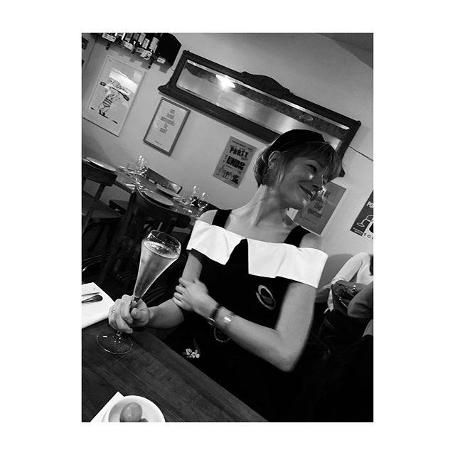 Parched with a strong neckline 🕺🏼 . . . #modemoodmethod #humansofrixo #soif #style #styleblogger #fashion #fashionblogger #ingerstudio #eminandpaul