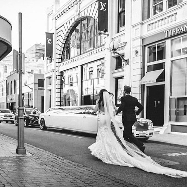 KING STREET - Still one of the most iconic WA streets for Wedding Photography. Share your photos with us #kingstreetperth  Photo @bronniejoelphotography