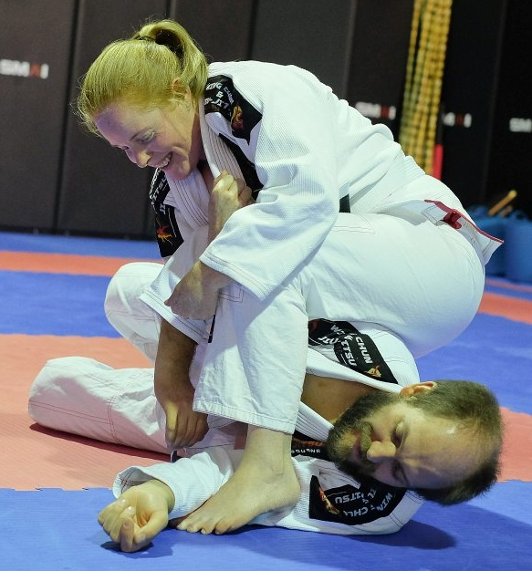 Anthea setting up an armbar.jpg