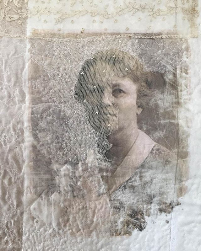 Textile portret of my great-grandmother. Lace, free machine stitching, feltwork. She was an amazing woman. A true sufragette. Fighting for womens votingright in 1912. Textile piece part of my exhibition in Semarang/Java/Indonesia. #textileart #portret #womenrights #heritagestyle #proud #sufragette #semarang #indonesia