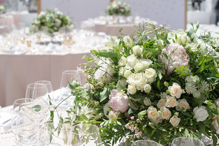 DELICATE SUMMER WEDDING FLOWERS