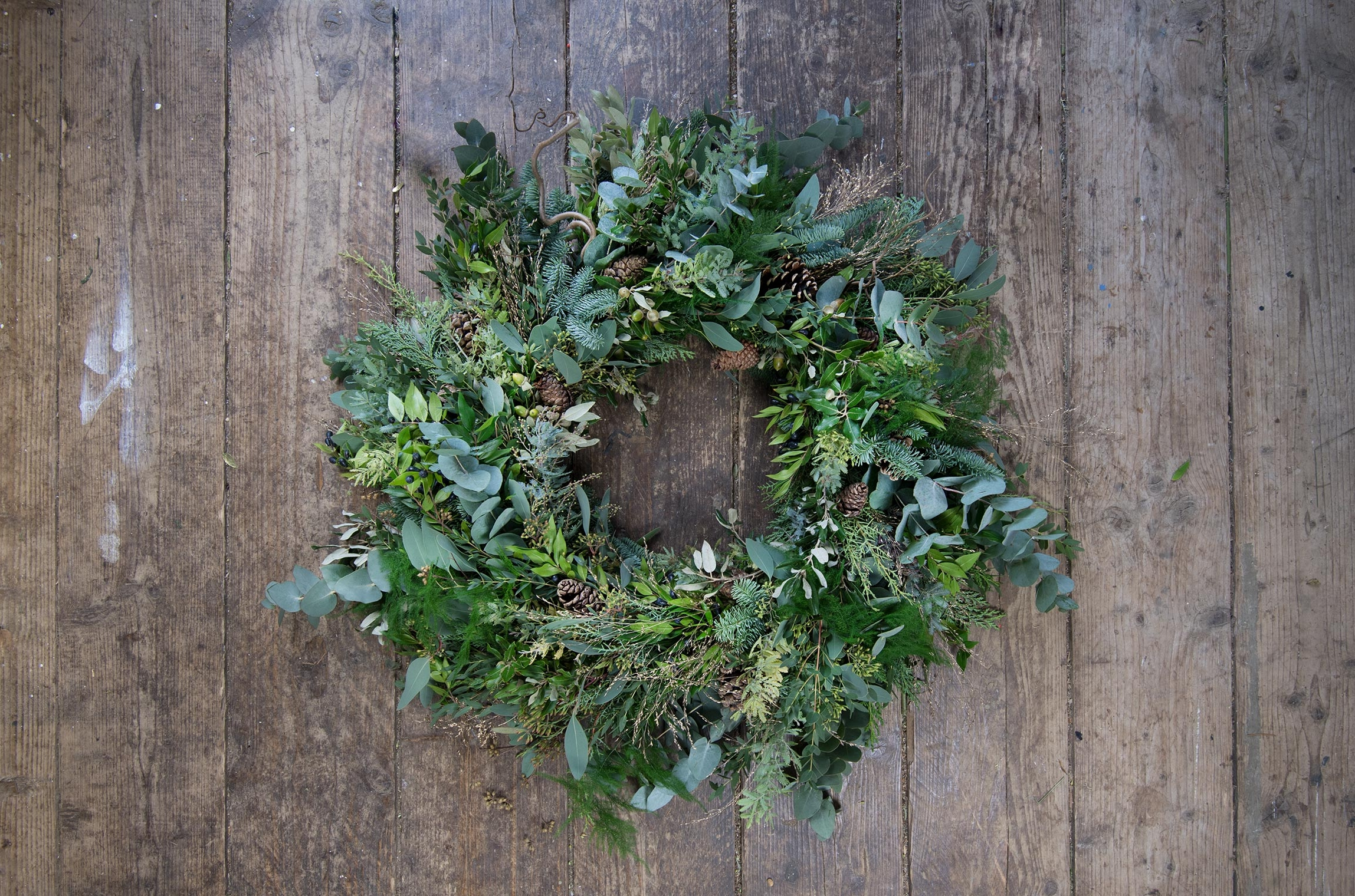"""WINTER WREATH - """"Master the design of winter wreaths - an easy step by step guide"""""""