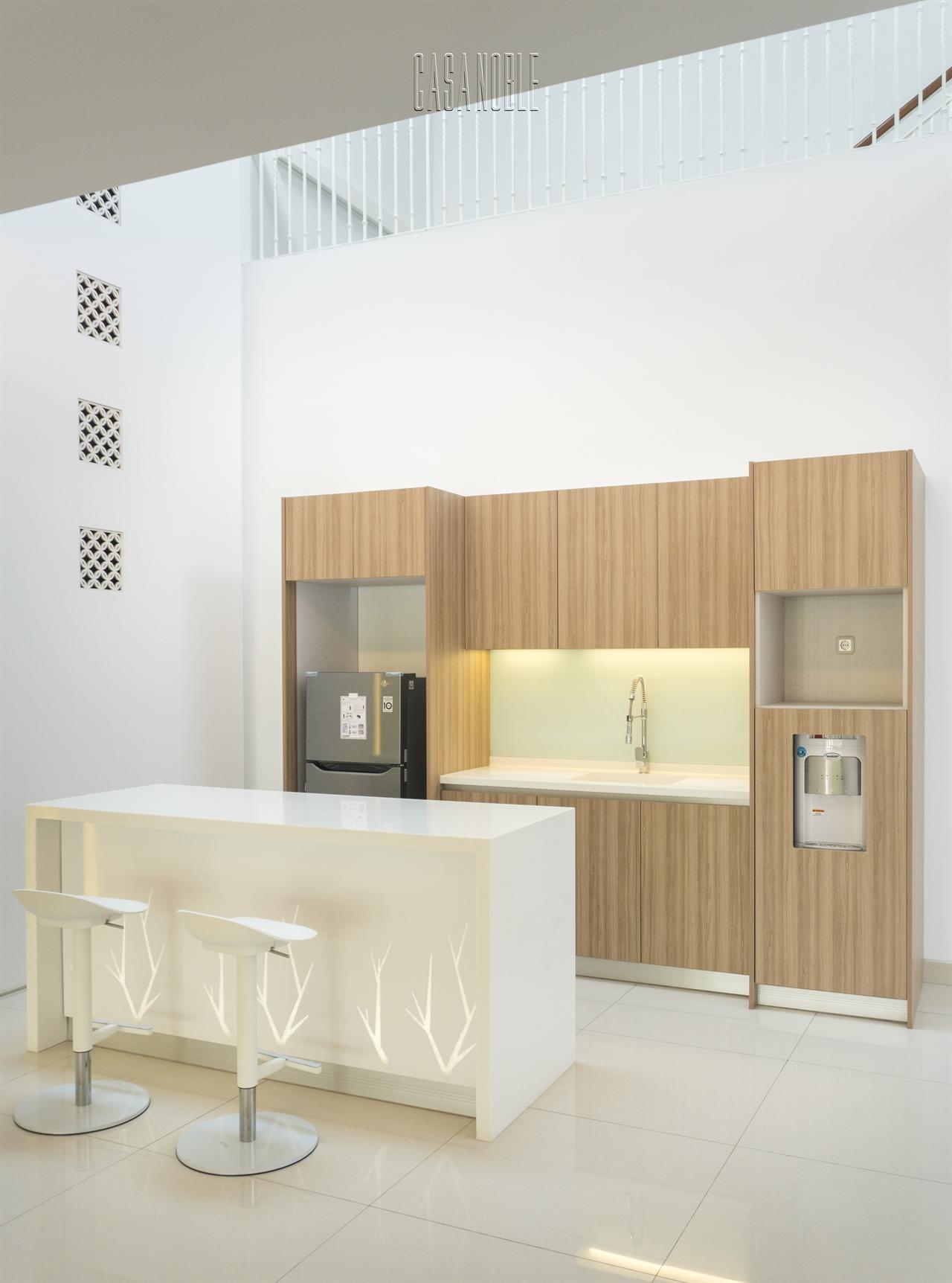 Kitchen Set HPL & Island Solid Surface Bu Ira