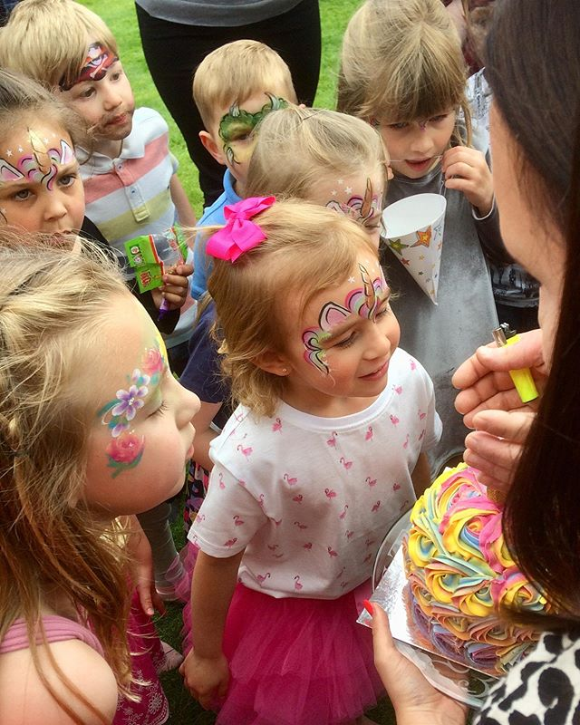 Tallulah and all her friends had lots of fun at her 5th birthday party today, with face painting, bouncy castle, pass the parcel, unicorn piñata and fab music 🦄🐱🏴‍☠️🐯🕷🌸