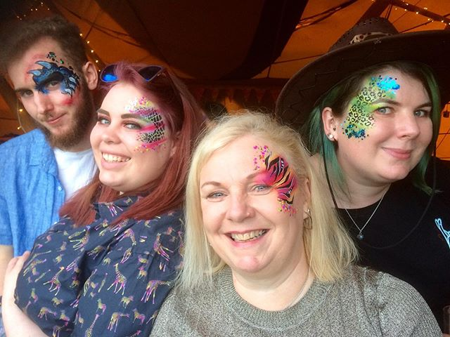 So much fun at 'Trashtonbury' last night, the cowboys and the Indians got up for the line dancing! @ultimateeventdancers @theweddingcrashersband @sarabeaumontphotography  @bbcinflatables @alcottweddingsandevents @poshpottiesuk #facepainting #funkyfaces #funkyfacesfacepainting #funkyfacesworcs #facepaintingparty #facepainter #facepainters #festivalfacepainting #festivalglitter #nevertooearlytobook #facepaintingevents