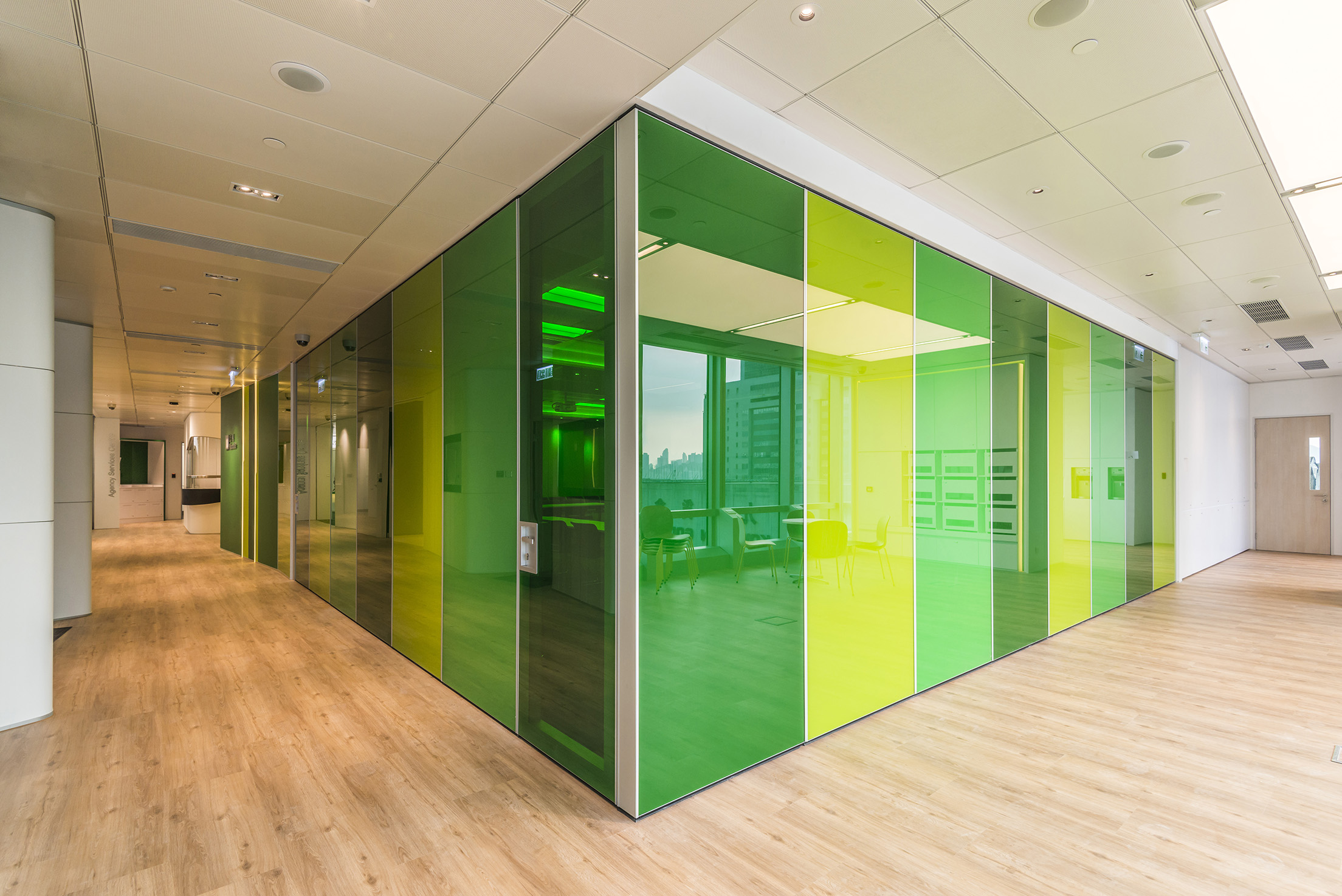 Demountable Patritions - JEB Partitions maximize the design and functionality of your office, transforming any space into a harmonious working environment.
